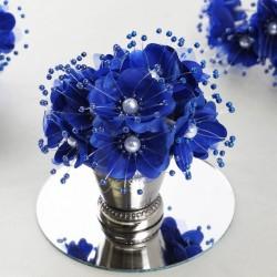 Bouquet de fleurs en tissu bleu roi