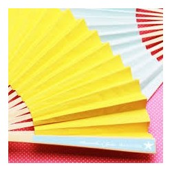 Eventail en papier jaune