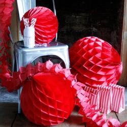 Boule en papier alvéolée rouge