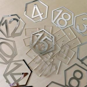 Numéro de table hexagonal en plexi argent par 10