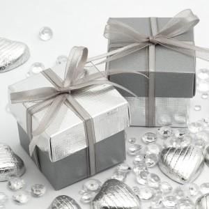 Boite à dragées carrée argent et gris par 10