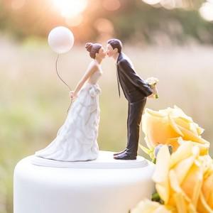 Figurine pièce montée couple au ballon