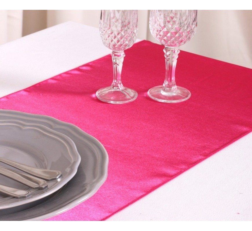 chemin de table satin rose fuchsia les couleurs du mariage mariage et r ception. Black Bedroom Furniture Sets. Home Design Ideas