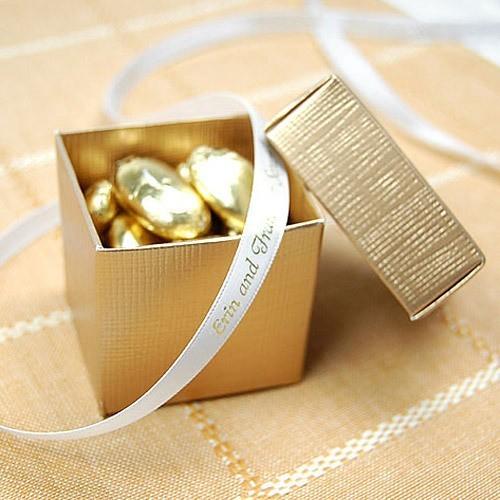 Boite à dragées carrée or