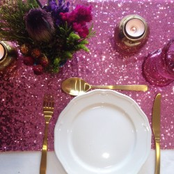 Chemin de table sequin fuchsia