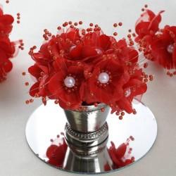 Bouquet de fleurs en tissu rouge